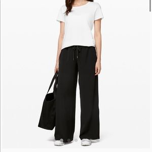 Lululemon on the fly wide leg pant woven